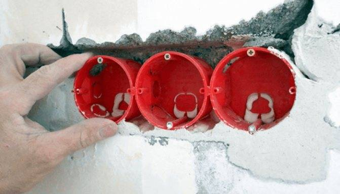 Как правильно установить подразетник в бетонную и кирпичную стену