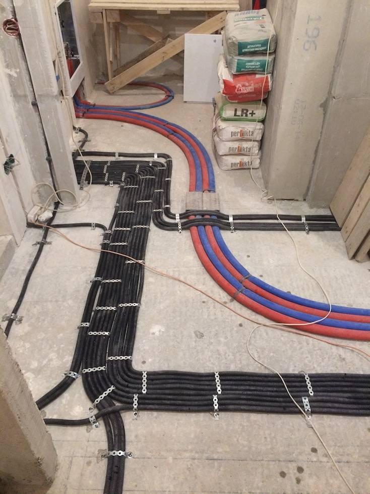 Разводка и прокладка кабеля в стяжке пола: основные правила
