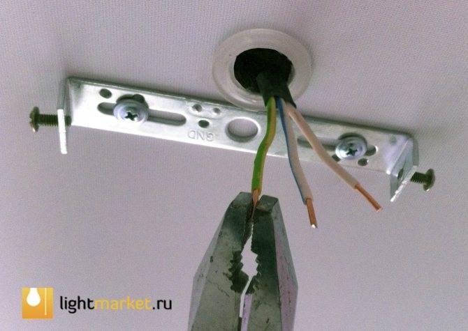 Как повесить люстру на натяжной потолок — как прикрепить люстру к натяжному потолку на крючок, как поставить люстру, подвеска без крюка
