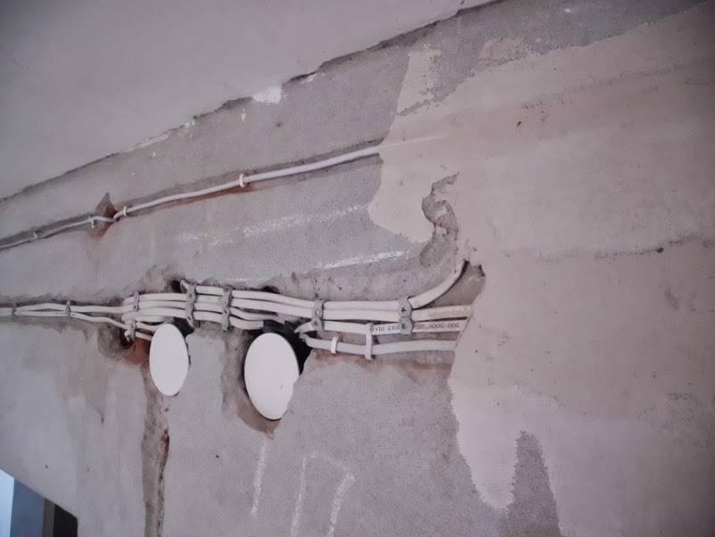 Как штробить стены под проводку перфоратором, болгаркой без пыли в бетоне, кирпичной кладке - elektrikexpert.ru